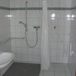Ebenerdige Dusche und Waschmaschinenanschluss