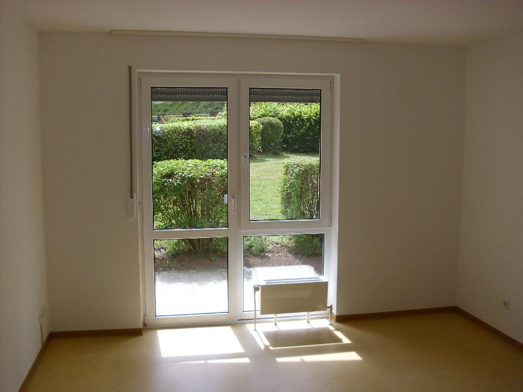 Schlafzimmerfenster mit zugehöriger Terrasse